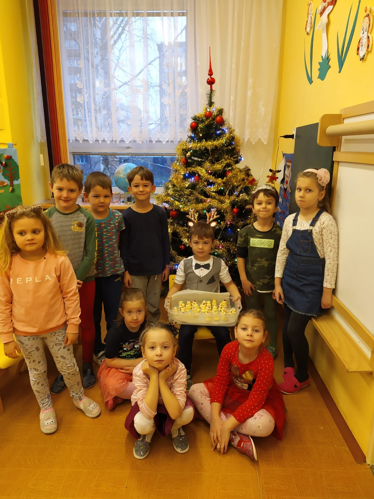 děti se stromečkem