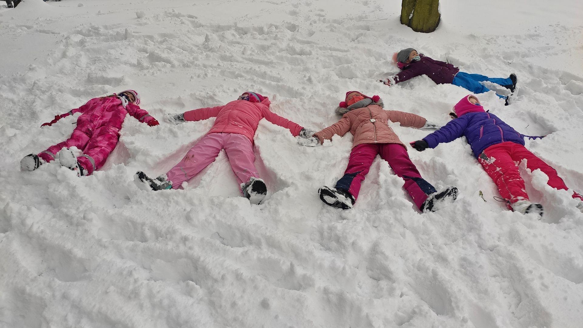 Andílci ve sněhu
