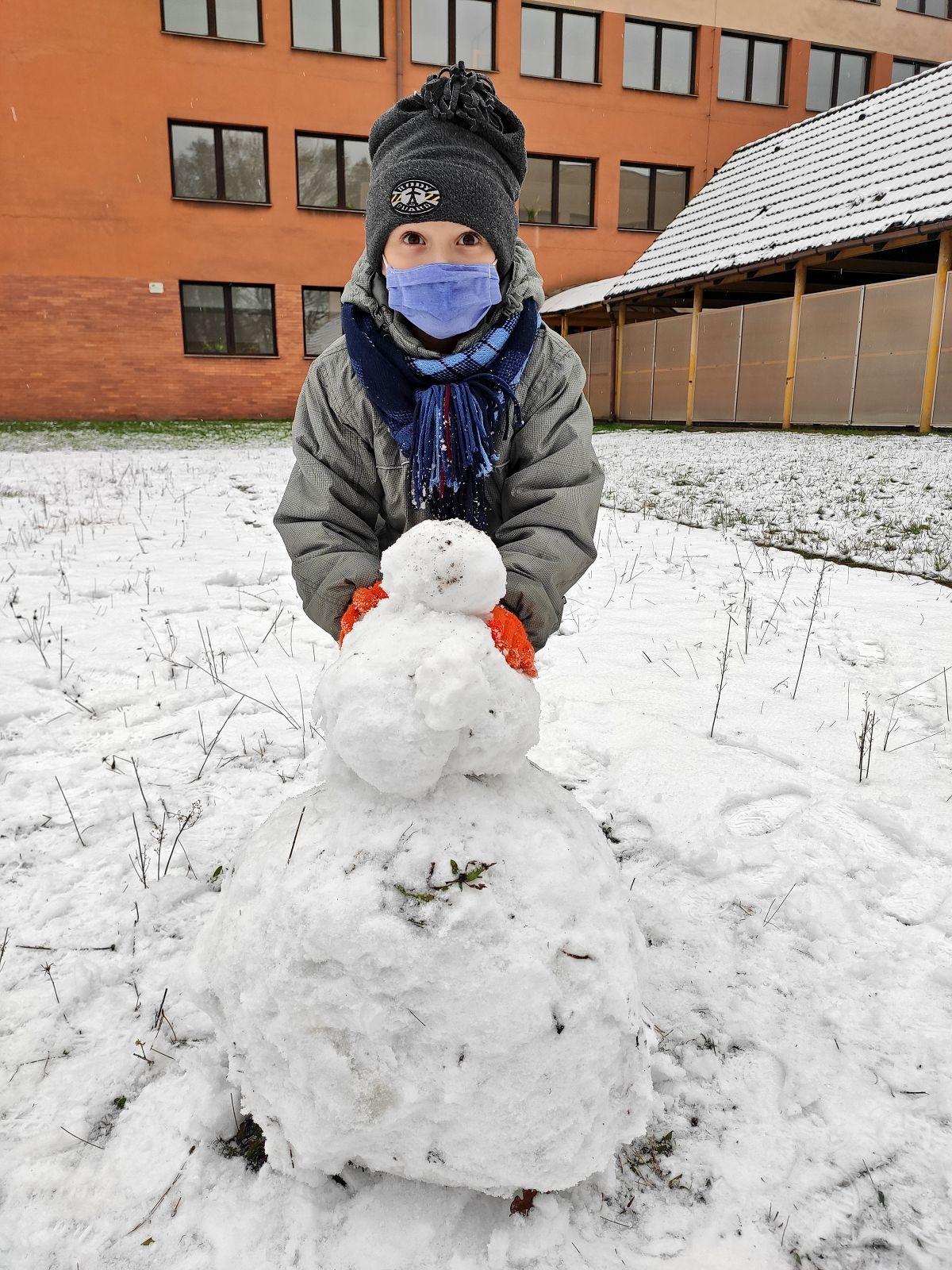 Stavění sněhuláka