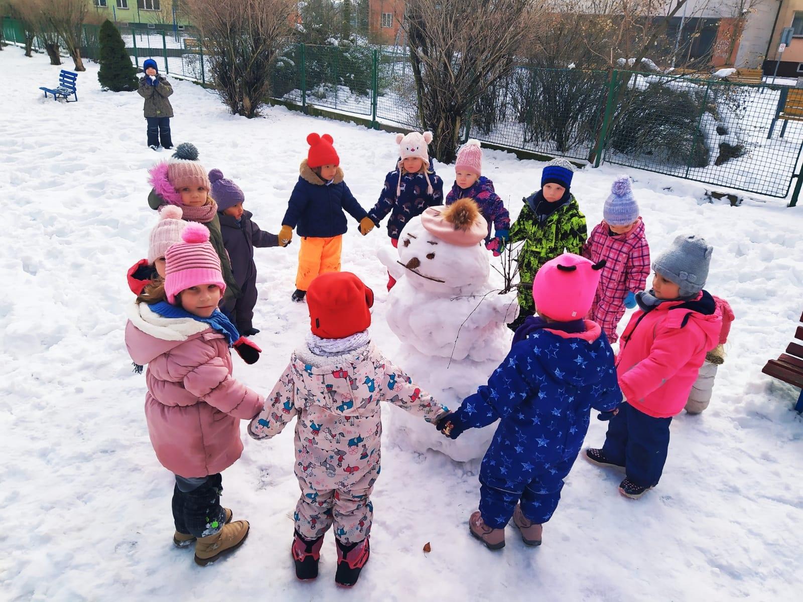 Postavili jsme sněhuláka.