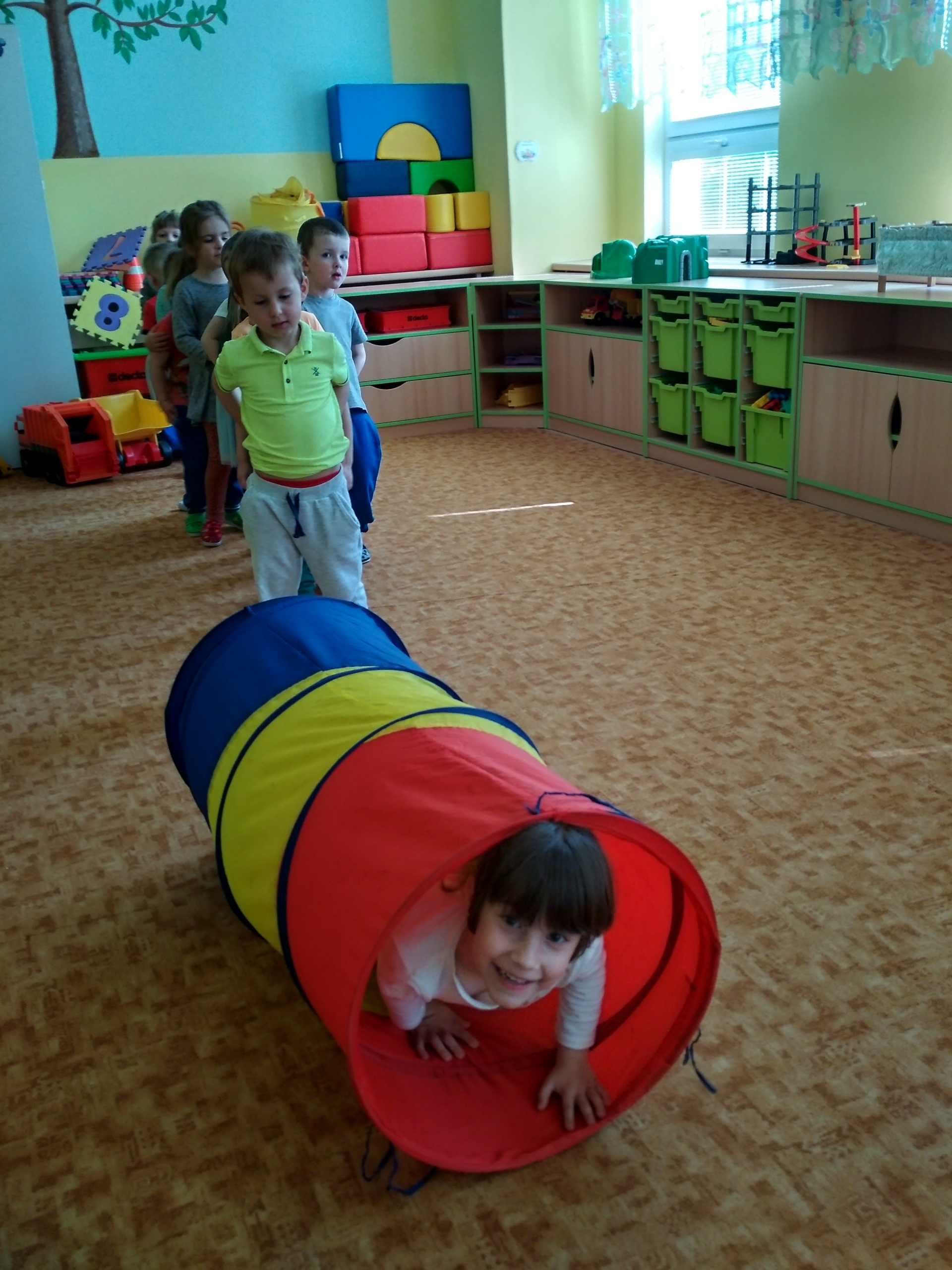 prolézání tunelu