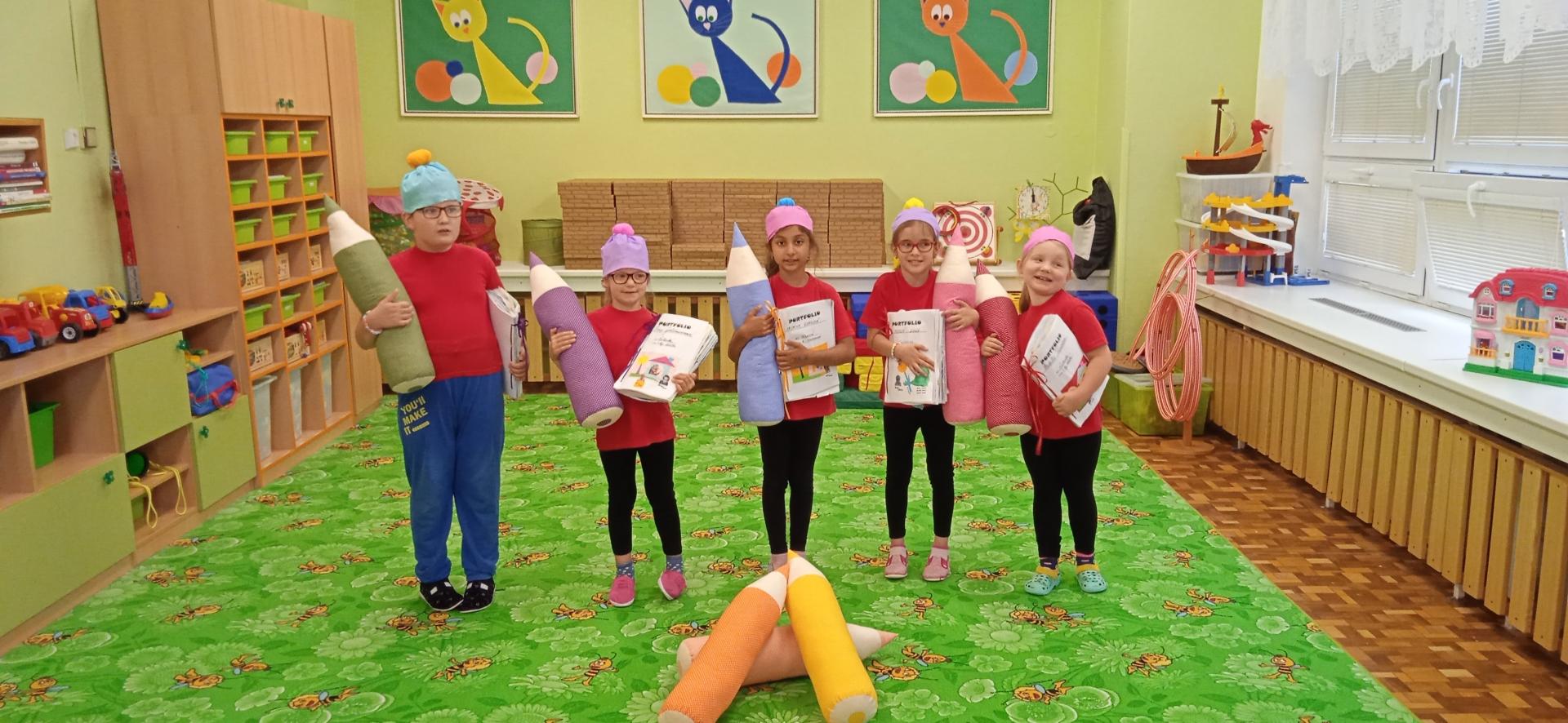Předškoláci s dárky