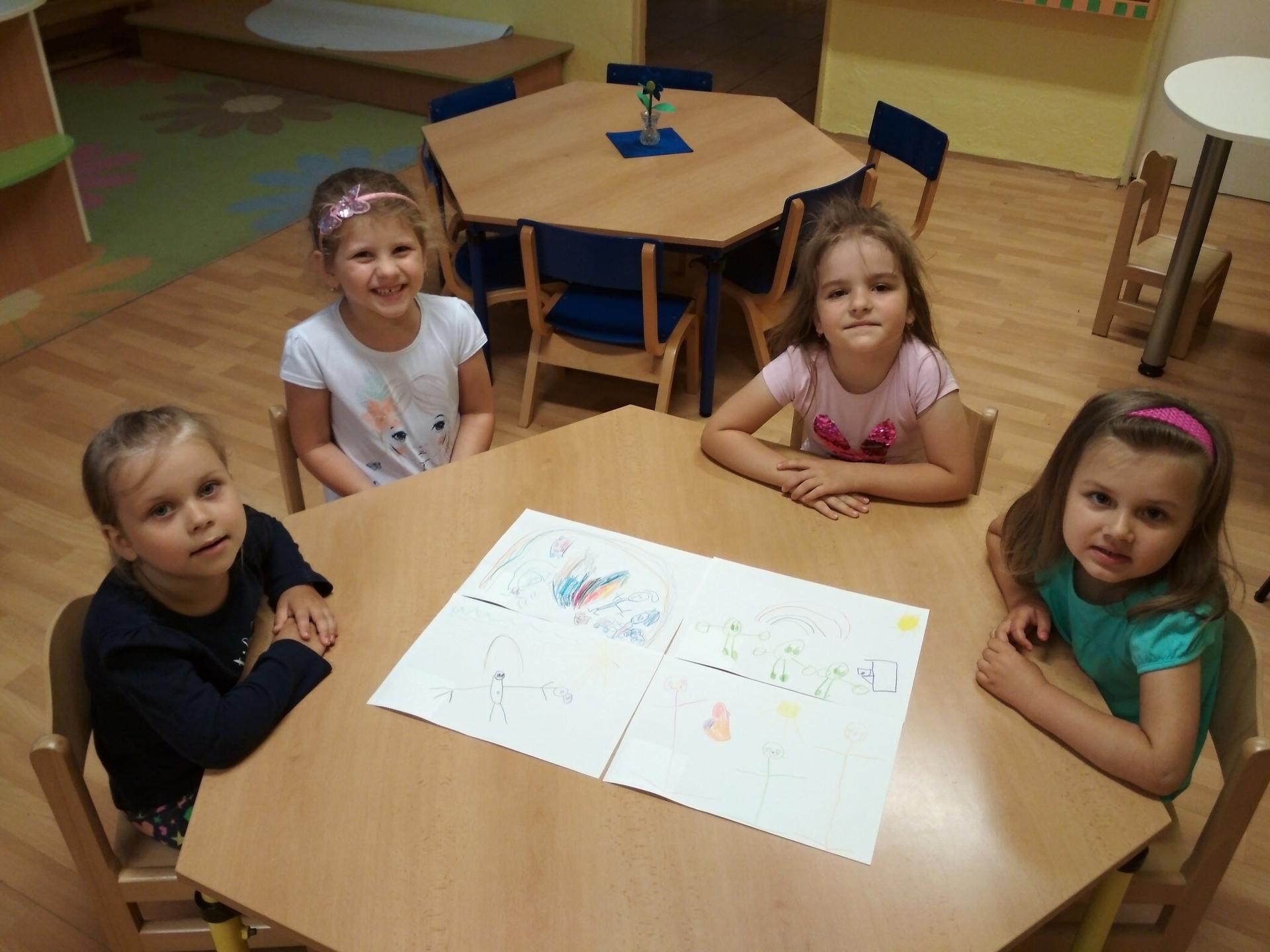 Děti tvořily ve skupině.