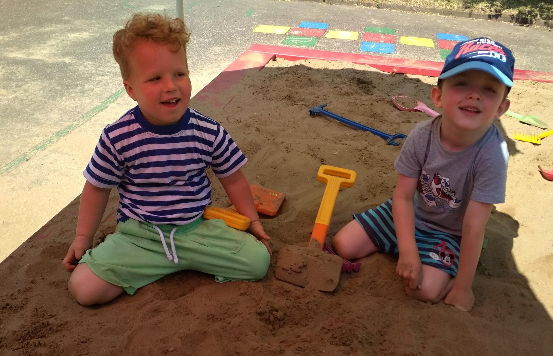 kluci na písku