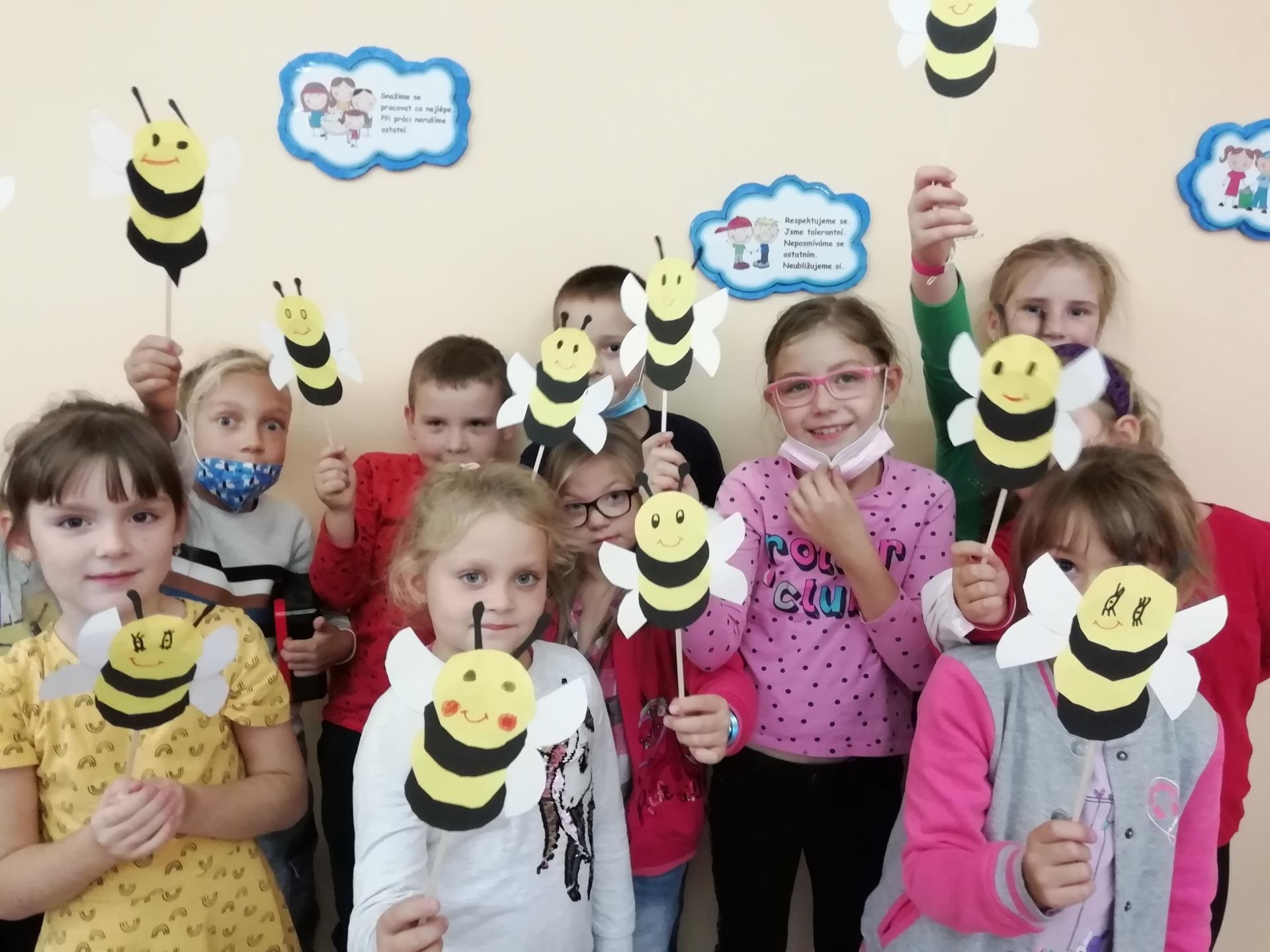 Včelky z papíru